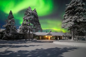 nellim_muotka_wilderness_lodge_aurora_night_4948